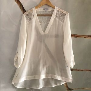 EXPRESS XL White/ IVORY LACE SLEEVE V-NECK BLOUSE